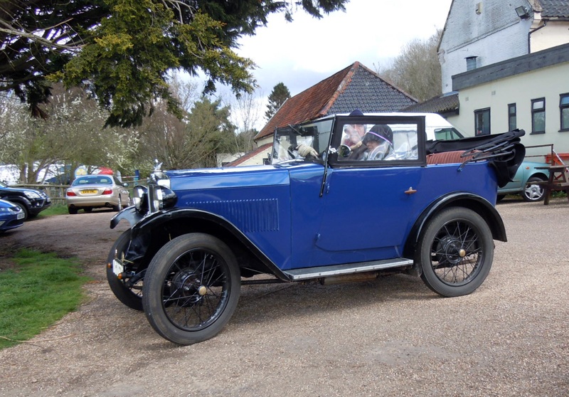 The Threadgolds and 1932 Minor Tourer (Bell)