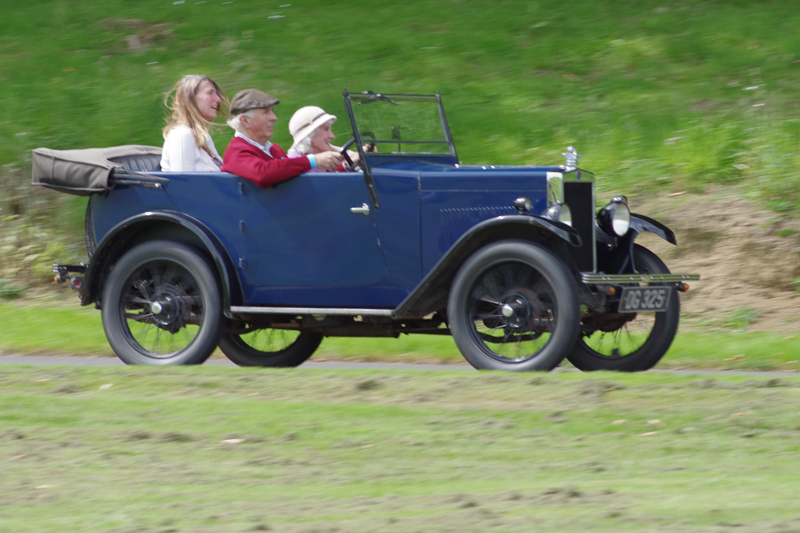 DG 325 1929 Minor Tourer Clve Hamilton-Gould with Jackie Hammond & Pat Oliver (Gregory)