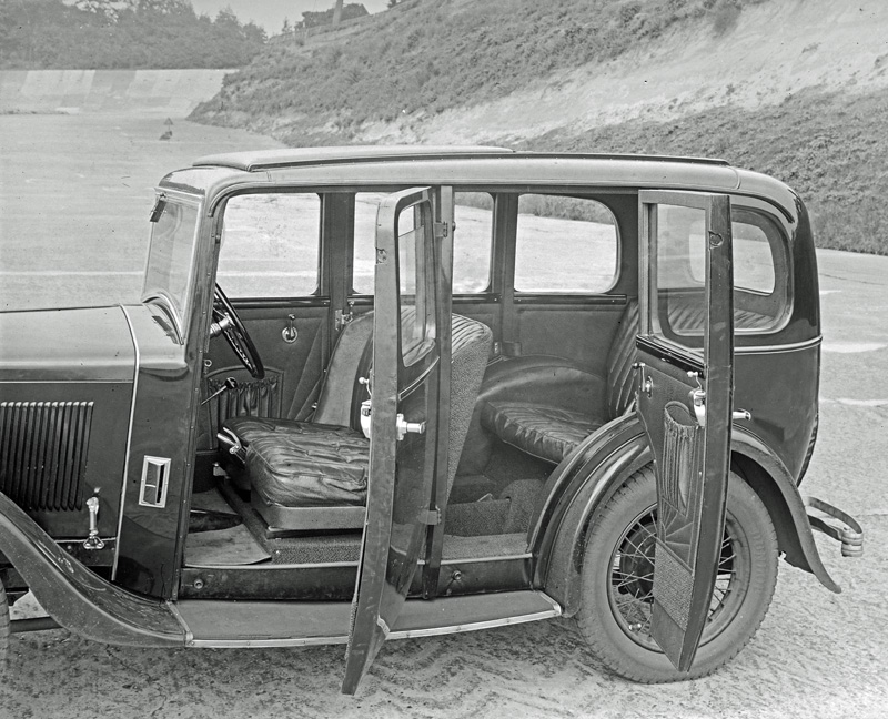 LATplate E1191 1932 Wolseley Hornet Saloon interior