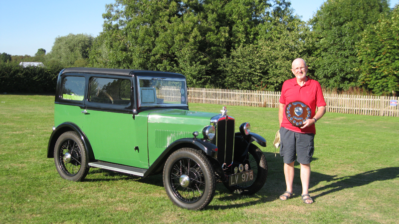 LV 975 1933 Minor Saloon Peter with award AMAD