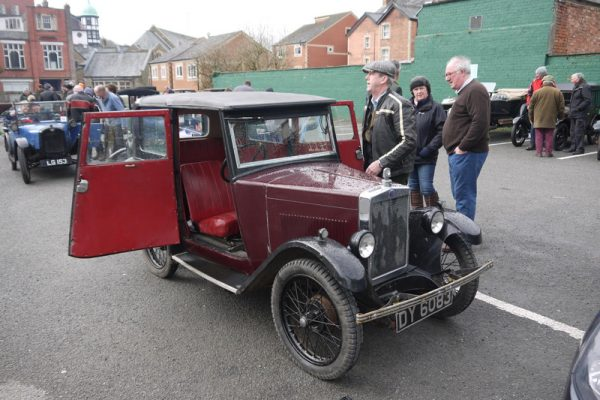 2018 LC&ES Welsh Weekend DY 6083 with Gillett Metropole car park Photo: Mike Tebbett