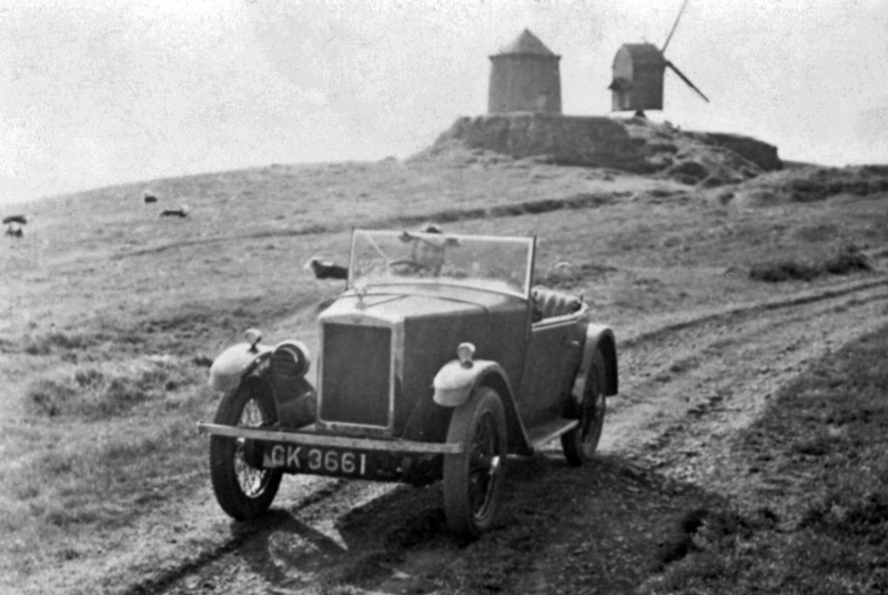 GK 3661 1930 Minor Semi-Sports wartime windmill snapshot