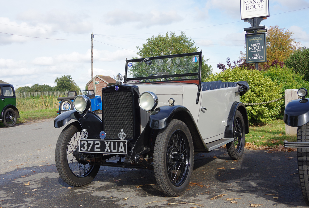 2018 Autumn Pub Pub meet Manor House - 372 XAU Andy Brown's 1931 scuttle-tank SV Tourer