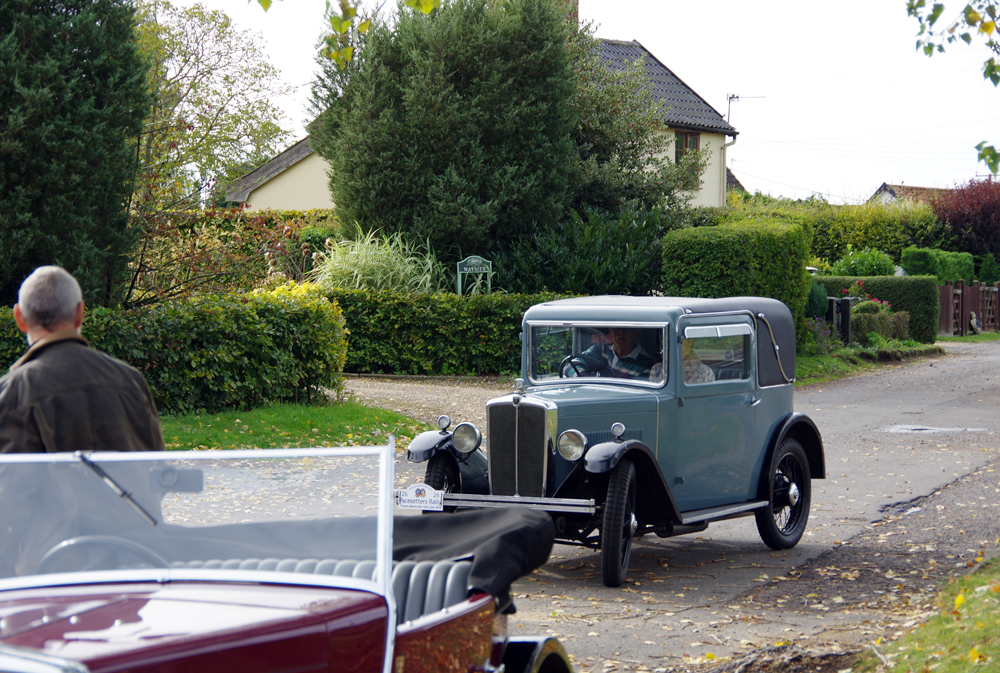 2018 Autumn Pub Pub meet Manor House - Linda & Bernie Miles arrive in their 1932 Sports Coupe