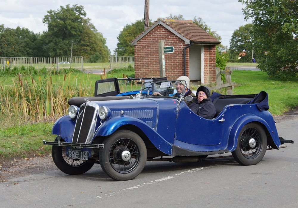 2018 Autumn Pub Pub meet Manor House - Mike Adams and wife arrive in their Jensen Eight Special