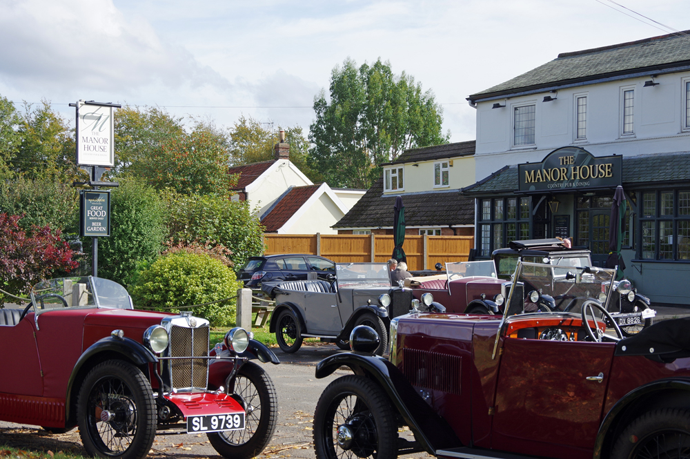 2018 Autumn Pub Pub meet Manor House - al fresco lunch