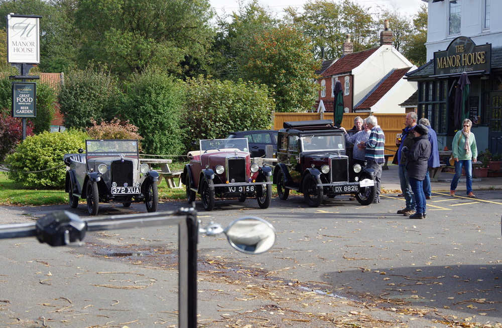 2018 Autumn Pub Pub meet Manor House - early arrivals row.