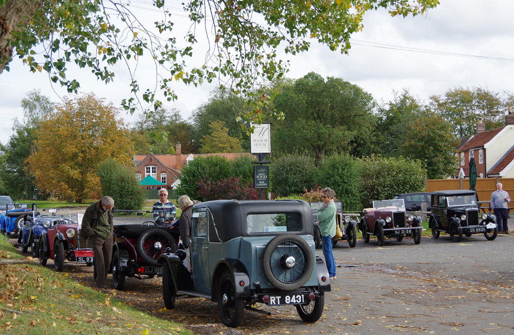 2018 Autumn Pub Pub meet Manor House - Mike Summers Minor Two-seater under scrutiny.