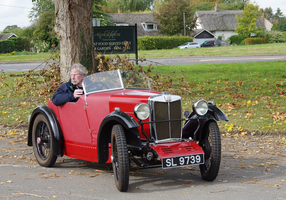 2018 Far Eastern Autumn Pub Meet - Steve Lewsley arrives in his Midget replica.