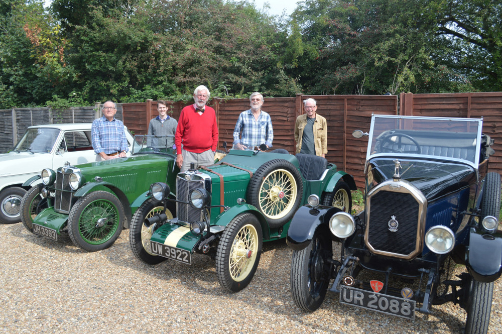 Home counties Sept 2018 pub meet - including a J2 and a Le Mans Midget replica.