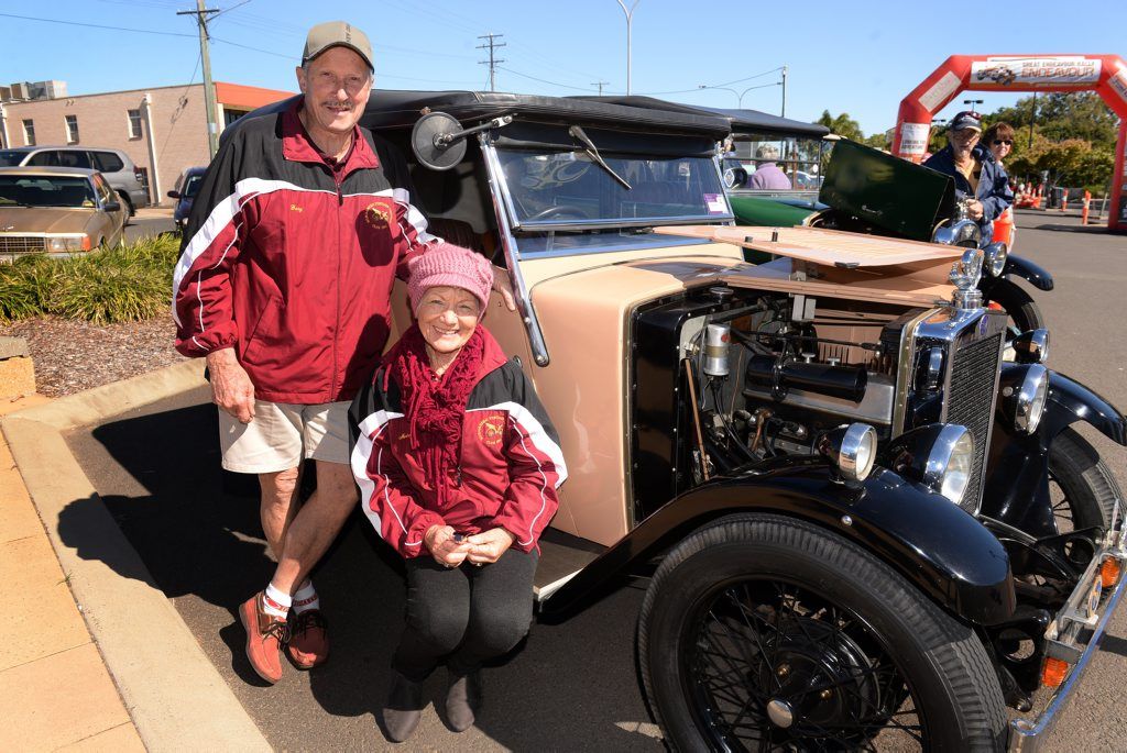 VINTAGE VEHICLE: Gary and Marge Schulze with their 1930 Morris Minor wait for the arrival of the Endeavour Rally in Bundaberg. Photo: Mike Knott / NewsMail