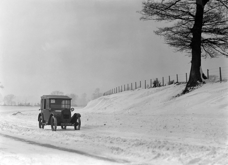 LATplate red 3929 YP 2764 mid-Twenties Austin Seven and snow ws