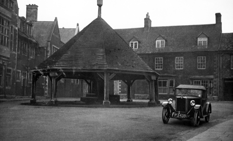 LAT photoscan 1931 £100 Morris Minor Two-seater Old Buttercross Oakham Autocar 15-7-32 ws