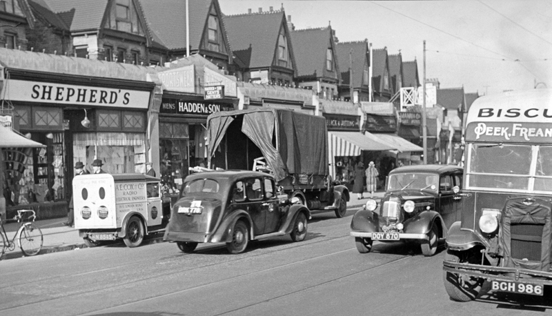 Autocar 39-03-10 Street Scene MM Van 'Driving Test' HN 8545 1932 Minor 5cwt van